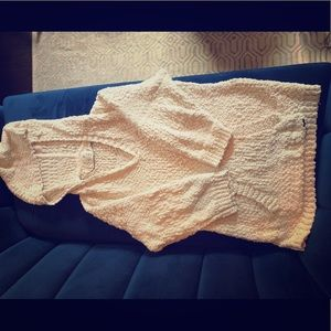 Volvo's sweater/sweatshirt